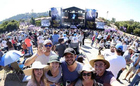 Thousands-flocked-to-Jacaranda-Day-2018-for-a-day-filled-with-more-music-you-love!