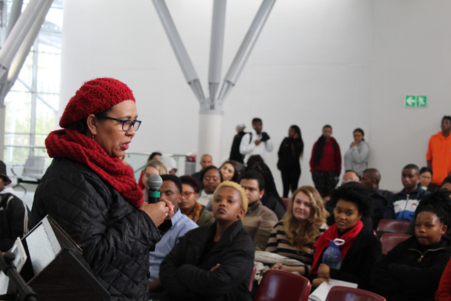 Professor-Vivienne-Lawack-welcomes-the-entrepreneurs-to-the-Pitch-Tank-Battle-of-the-Faculties