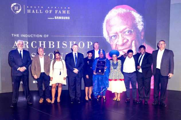 The biggest award of the night has been awarded by Johnny Burger of the Samsung Hall of Fame as he inducts Archbishop Emeritus Desmond Tutu into the South African Hal