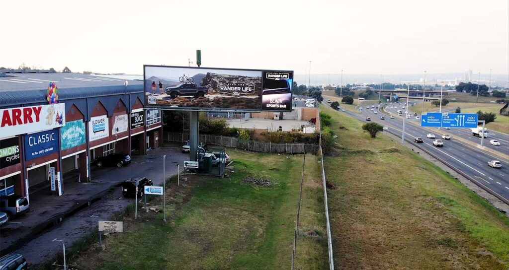 Outdoor-Network-launches-new-hybrid-static-and-digital-billboard-on-the-M1-Johannesburg